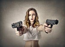 Kobieta z pistoletami Zdjęcie Royalty Free