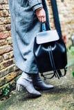 Kobieta z plecakiem Zdjęcia Stock