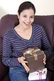 Kobieta z prezentów pudełkami Zdjęcia Stock
