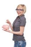 Kobieta z prosiątko bankiem. Zdjęcie Royalty Free