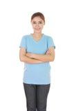 Kobieta z rękami krzyżować, będący ubranym koszulkę Obraz Royalty Free