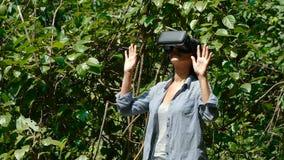 Kobieta z rzeczywistość wirtualna gogle zbiory