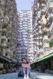 Kobieta z Sławnego budynku imienia Yick Yick Grubym tłem zdjęcia royalty free
