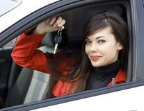 Kobieta z samochodowymi kluczami Obrazy Royalty Free