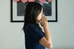 Kobieta z sinus i cierpi od sinusitis, Zdrowy i nosowy zdjęcia royalty free