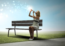 Kobieta z skrzypce Zdjęcia Stock
