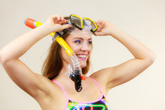 Kobieta z snorkeling maską ma zabawę Obraz Royalty Free