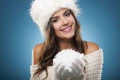 Kobieta z snowball Zdjęcia Royalty Free