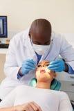 Kobieta zęby sprawdzali dentysty Zdjęcie Royalty Free