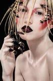 Kobieta z strasznymi kolcami na twarzy zdjęcia royalty free