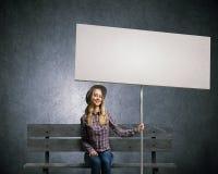 Kobieta z sztandarem Zdjęcia Stock