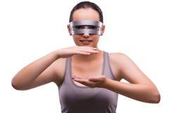 Kobieta z techno szkłami odizolowywającymi na bielu Fotografia Royalty Free