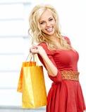 Kobieta z torba na zakupy fotografia stock