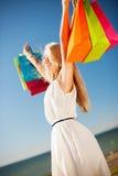 Kobieta z torba na zakupy Zdjęcia Stock