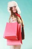 Kobieta z toreb robić zakupy tła pięknej mody dziewczyny odosobniona biały zima Obrazy Stock