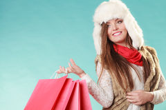Kobieta z toreb robić zakupy tła pięknej mody dziewczyny odosobniona biały zima Zdjęcie Royalty Free
