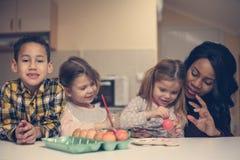 Kobieta z trzy dzieckiem Obrazy Stock