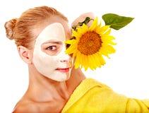 Kobieta z twarzową maską. Obrazy Stock