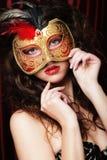 Kobieta z venetian maskaradową karnawał maską Fotografia Royalty Free