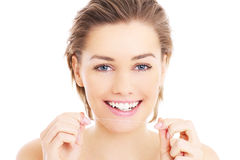 Kobieta z zębu floss Zdjęcia Royalty Free
