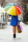Kobieta z zakupami i parasolem Obraz Stock