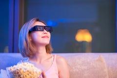 Kobieta zegarka 3d film zdjęcia royalty free