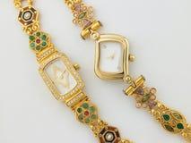 kobieta zegarki dwa obrazy royalty free