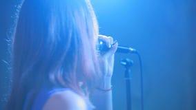Kobiety artiste piosenkarz z mikrofonem zbiory wideo