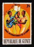 Kobiety bawić się muzykę, Międzynarodowy rok kobieta około 1976, Zdjęcia Royalty Free