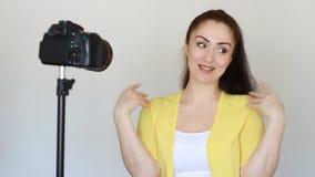 Kobiety bloger magnetofonowy wideo na kamerze Pojęcie wideo, videoblog, vlog, vloger, blog, bloging, środki masowego przekazu -,  zbiory wideo