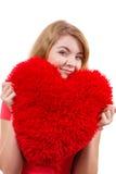 Kobiety blondynki dziewczyny mienia miłości czerwony kierowy symbol Obrazy Royalty Free