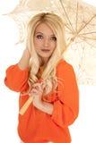 Kobiety bluzki parasola pomarańczowego zakończenia mały uśmiech Obrazy Stock
