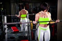 Kobiety bodybuilder szkolenie Zdjęcie Royalty Free