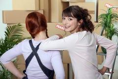 Kobiety chodzenia dom Zdjęcie Stock