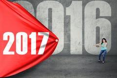 Kobiety ciągnięcia czerwona flaga z 2017 Zdjęcia Stock