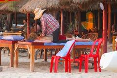 Kobiety ciała masażu plaża, Sihanoukville, Kambodża Zdjęcia Royalty Free