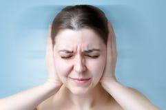 Kobiety cierpienie od hałasu Obraz Royalty Free