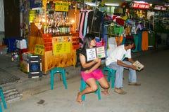 Kobiety czeka turystów sprzedawać Zdjęcie Stock