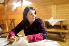 Kobiety czekania kelner zdjęcie stock