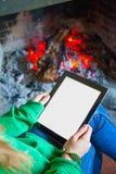 Kobiety czytanie z pastylką Obraz Royalty Free