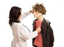 Kobiety doktorski częstowanie męski mannequin Fotografia Stock