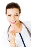 Kobiety doktorski wskazywać przy ekranem Obraz Stock