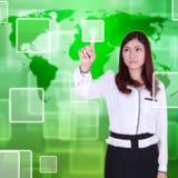 Kobiety dosunięcia guzik na dotyka ekranie fotografia stock