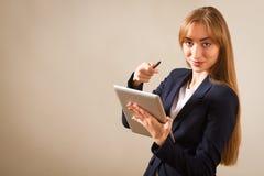 Kobiety działanie na Osobie Używać Przyrząd. zdjęcie stock