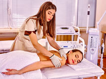 Kobiety elektryczności rękawiczek odbiorczy masaż przy Fotografia Stock