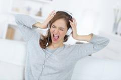 Kobiety fan muzyki krzyczeć głośny obraz royalty free
