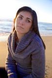 Kobiety główkowanie na plaży przy zmierzchem Fotografia Royalty Free