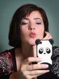 Kobiety gawędzenia boyfrend datowanie mobilna usługa Zdjęcia Stock