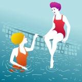 Kobiety gawędzi przy poolside Zdjęcia Royalty Free