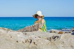 Kobiety i iguana zdjęcie royalty free
